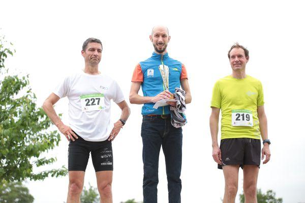 Le podium Hommes des Petites Foulées 2016, à nouveau remportées par Christophe Druaux